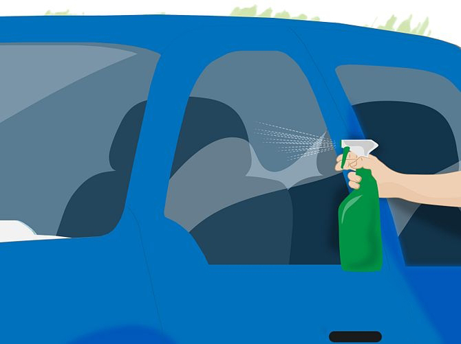 Xịt nước lên kính ô tô