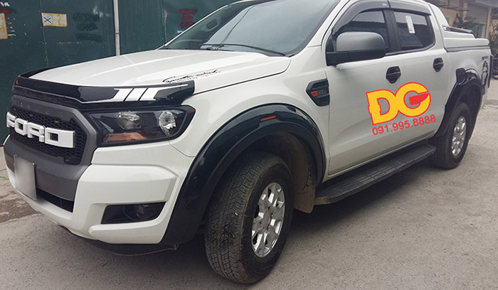 cua lop co den do Ford Ranger