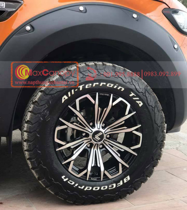 cua lop dinh xe Ford Ranger Wildtrak