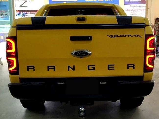 do Ford Ranger den led duoi