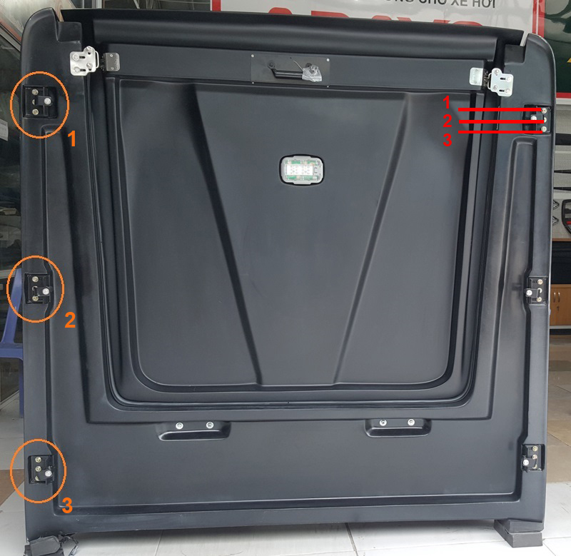 Cơ cấu ngàm của nắp thùng SCR-Sport Thái Lan