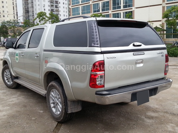 nap thung toyota hilux cao co den