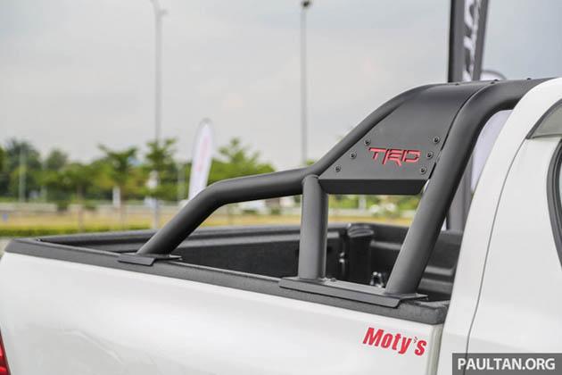 Toyota Hilux phụ kiện TRD thanh thể thao