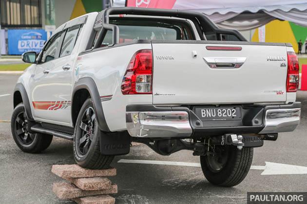 Toyota Hilux lắp phụ kiện TRD chính hãng