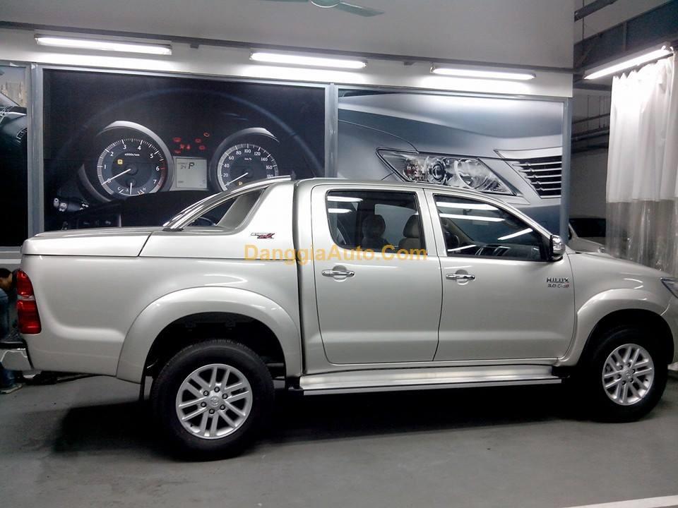Nắp thùng thấp Carryboy GRX xe Toyota Hilux